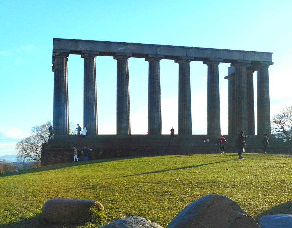"""La """"vergogna di Edimburgo"""" a Calton Hill"""