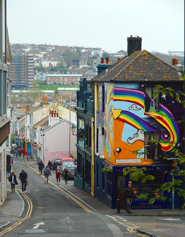 Street art in una via di Brighton