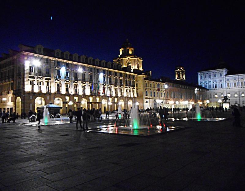 Piazza Castello di notte
