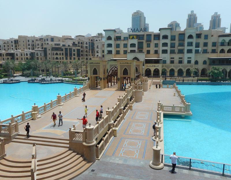 Vista del Souk Al Bahar dal Dubai Mall