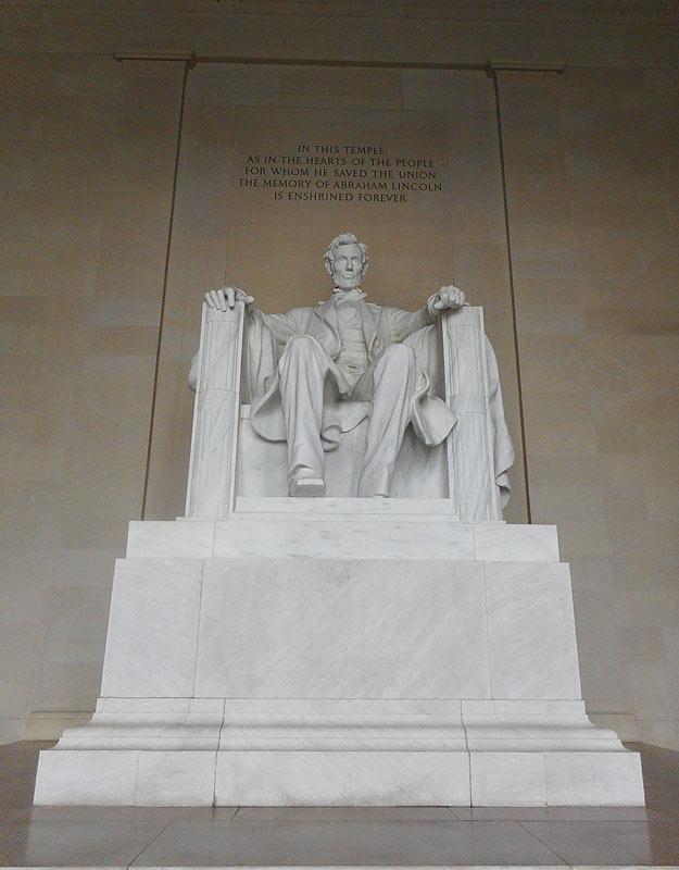 la statua di Lincoln al Lincoln Memorial