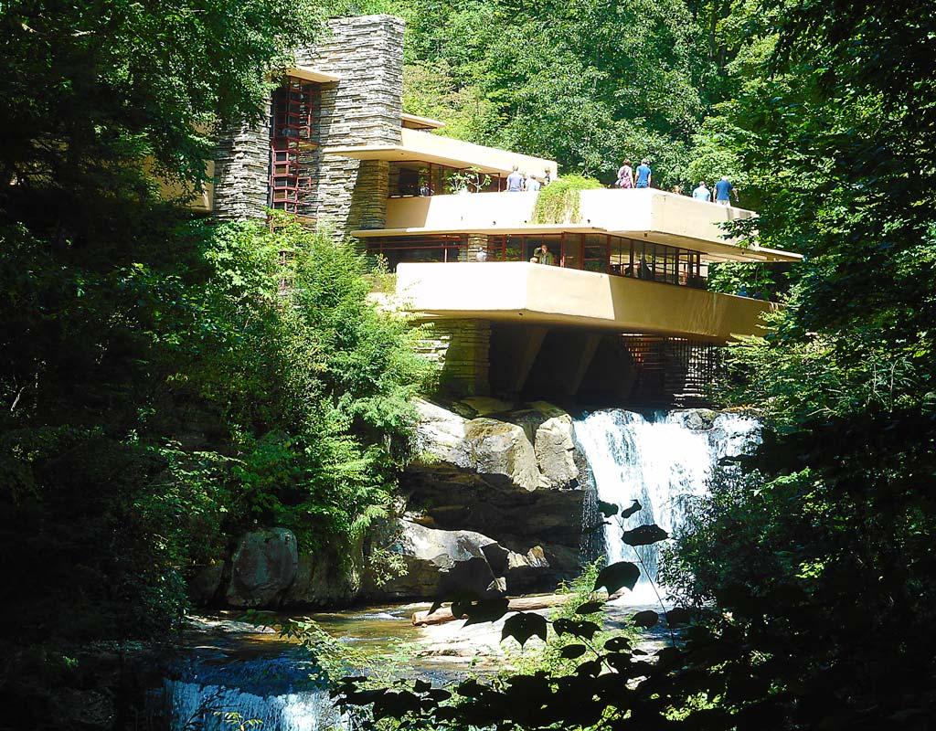 Perch visitare la casa sulla cascata di frank lloyd for Frank lloyd wright piani per la casa