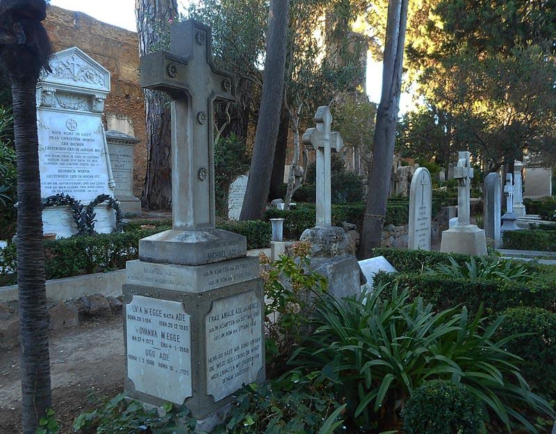 Lapidi nel cimitero acattolico di Roma