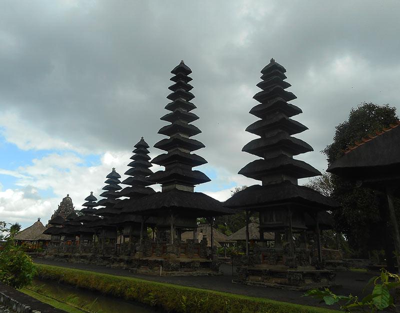 """Le """"meru"""" del tempio Taman Ayun"""
