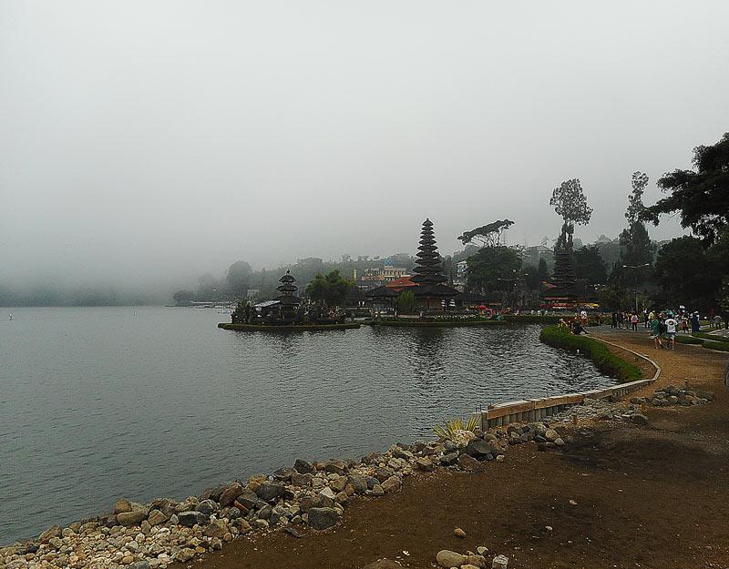 Il panorama del tempio Ulun Danu Bratan