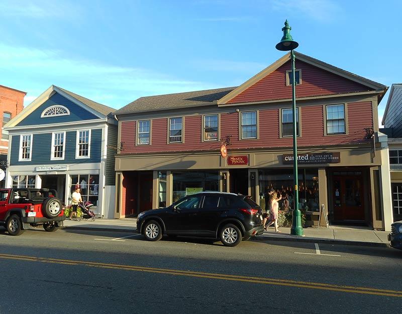 Main Street a Mystic