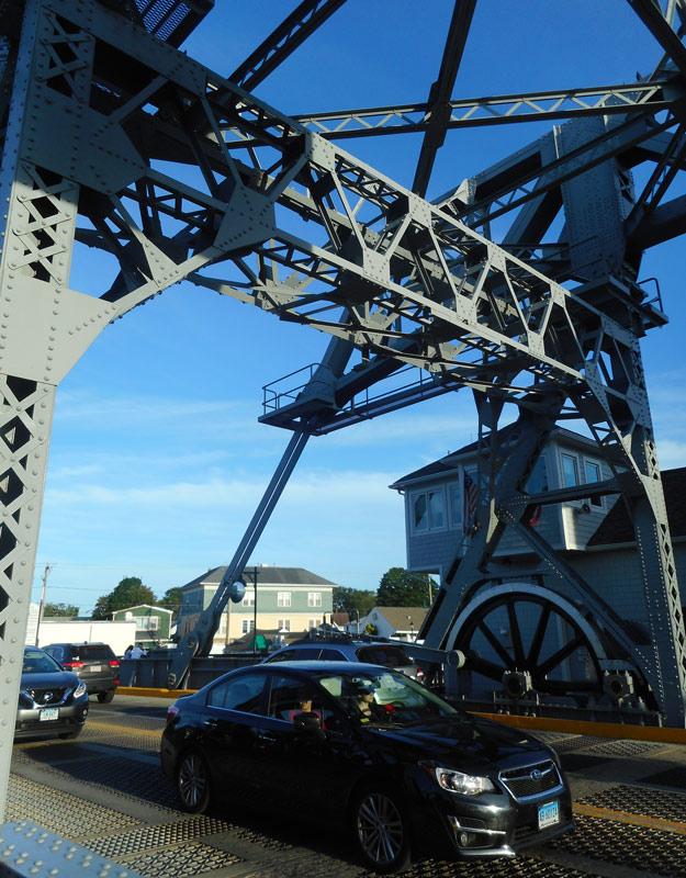 Il ponte levatoio sul Mystic River