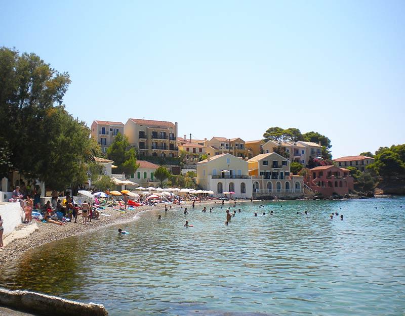 La spiaggia di Assos a Cefalonia