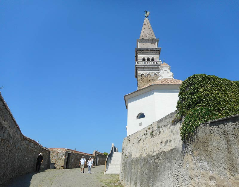 Il campanile della chiesa di San Giorgio a Pirano