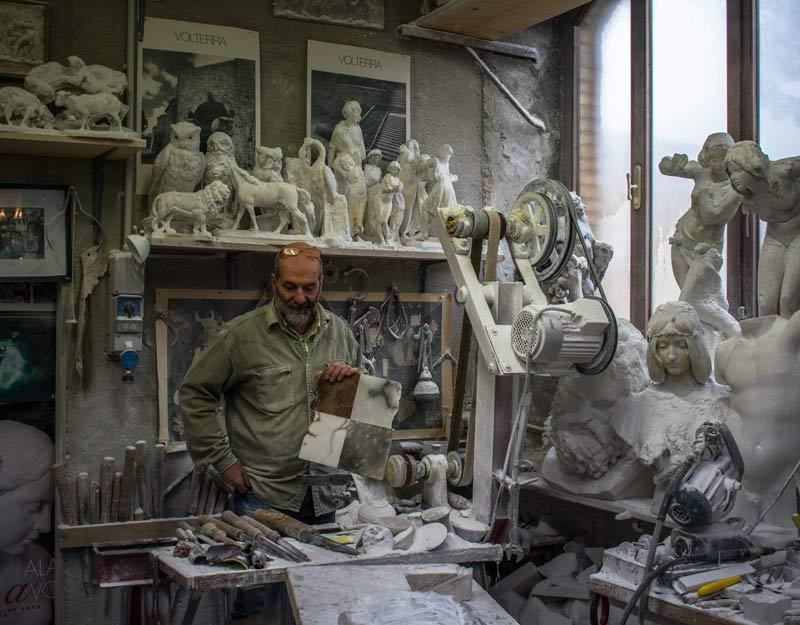 Un laboratorio di alabastro a Volterra