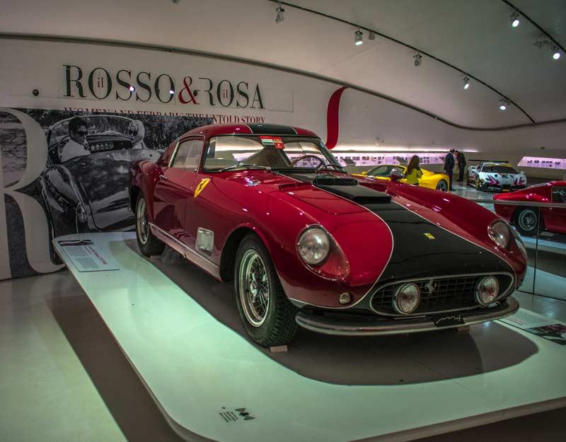"""Esposizione """"Il Rosso e il Rosa"""" al Museo Ferrari di Modena"""