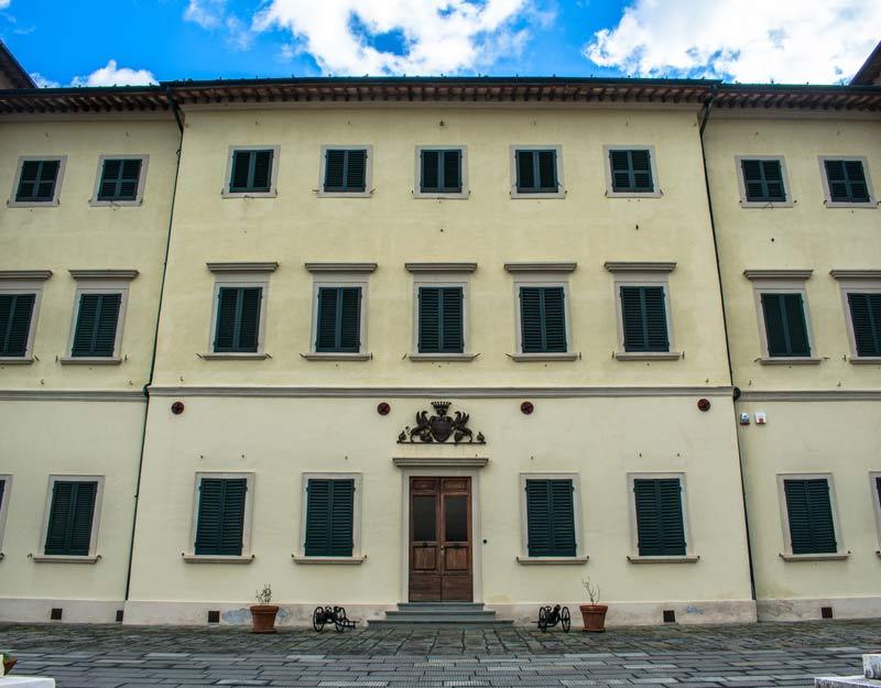 Il palazzo sede del museo della geotermia di Larderello