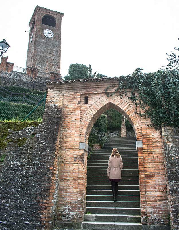 Scalinata per salire a Castelvetro di Modena