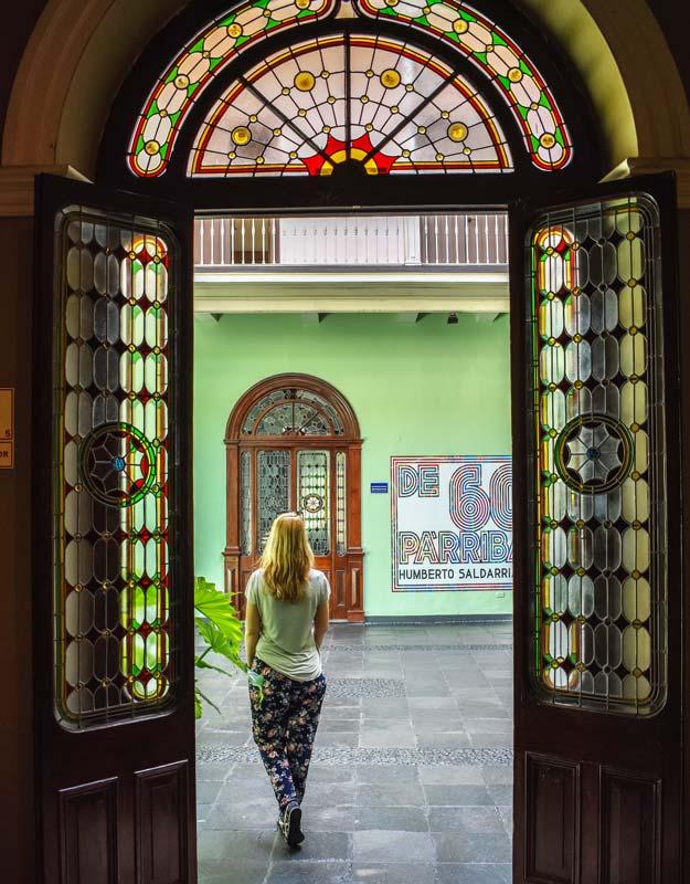 Una galleria d'arte nel centro di Lima