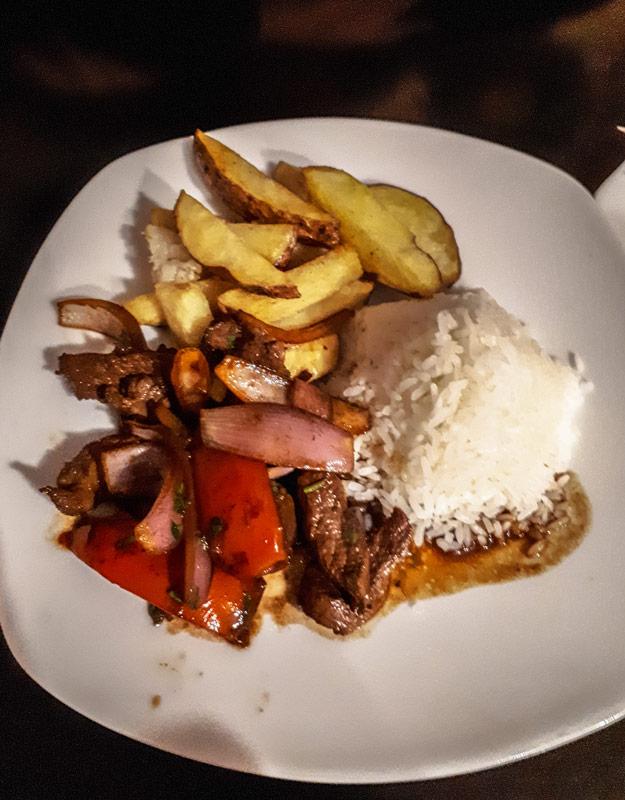 Cosa mangiare in Perù: lomo saltado
