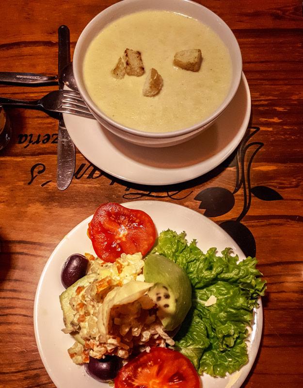 Cosa mangiare in Perù: zuppa di quinoa