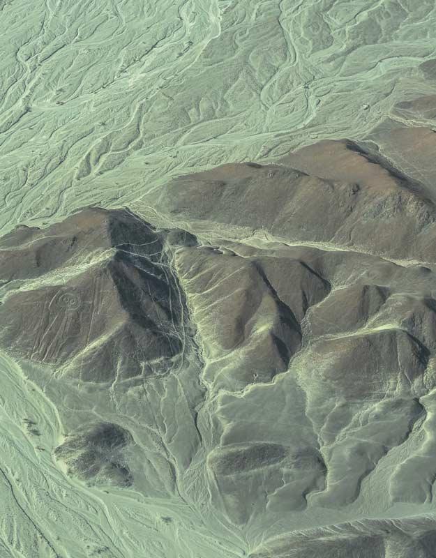 Sorvolare le linee di Nazca: l'astronauta