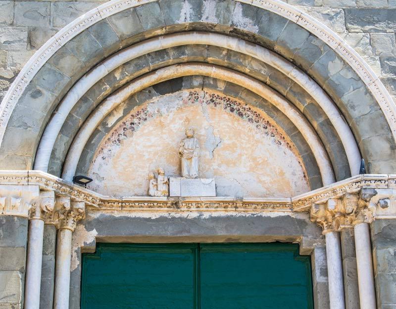 Particolare di una chiesa a Corniglia