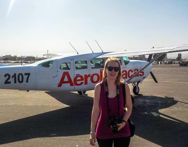 Prima di salire sull'aereo di Aeroparacas
