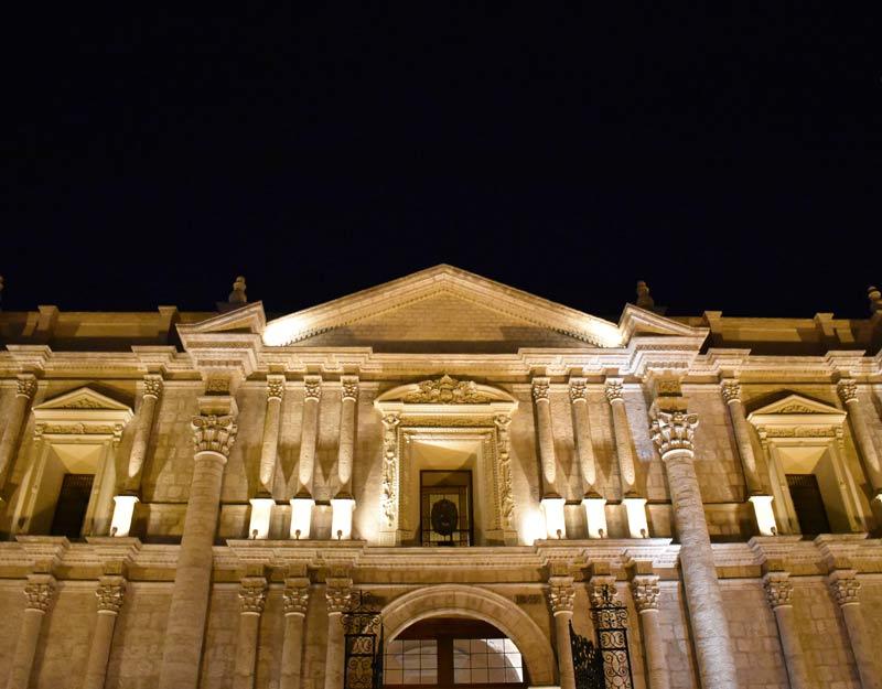 La cattedrale di Arequipa di notte