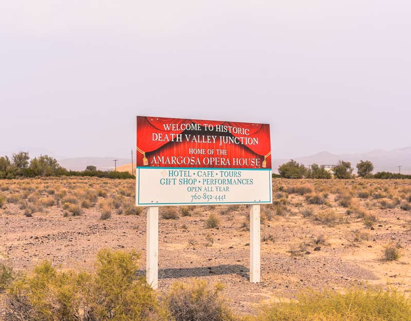 "Il cartello di ""Welcome to Death Valley Junction"""