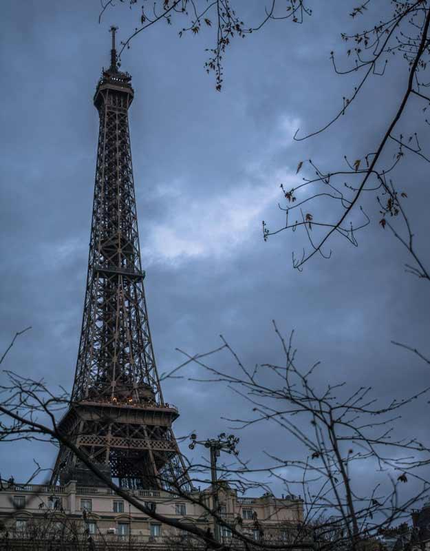 Viaggiare nel tempo a Parigi: la Torre Eiffel