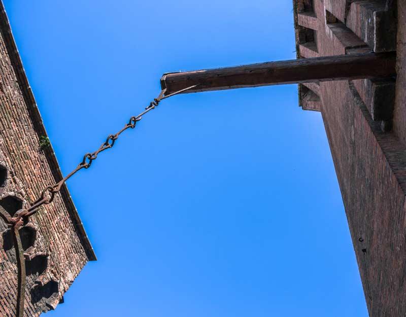 Un particolare del Castello Estense di Ferrara
