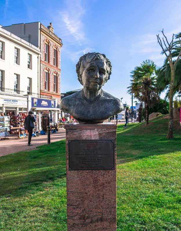 Busto di Agatha Christie a Torquay