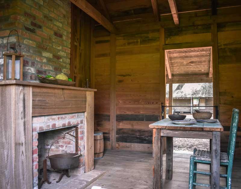 Interni di una casa di schiavi a Oak Alley