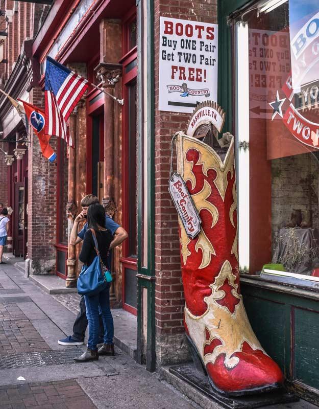 Camminare sulla Broadway a Nashville